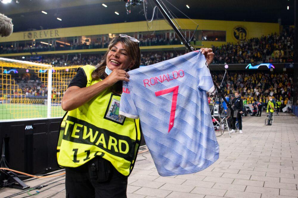 Cristiano Ronaldo regaló su camiseta