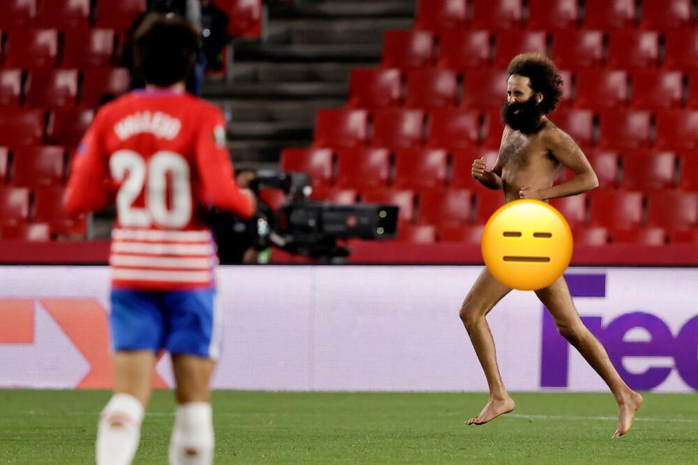 Hombre desnudo Granada 080421 Getty Images E.jpeg
