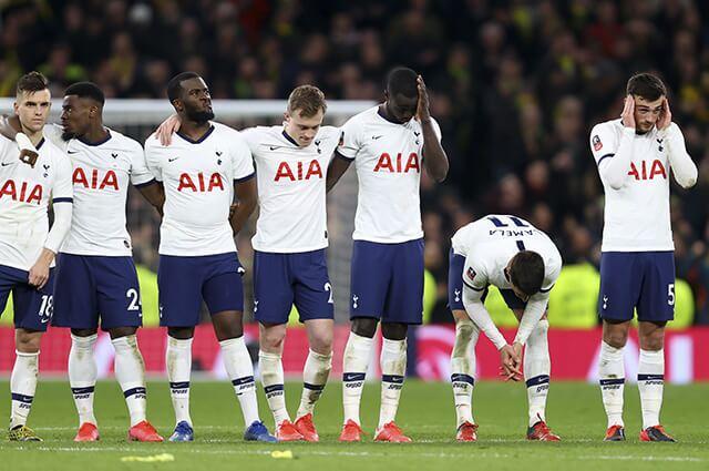 332135_Dávinson Sánchez lamenta la eliminación del Tottenham