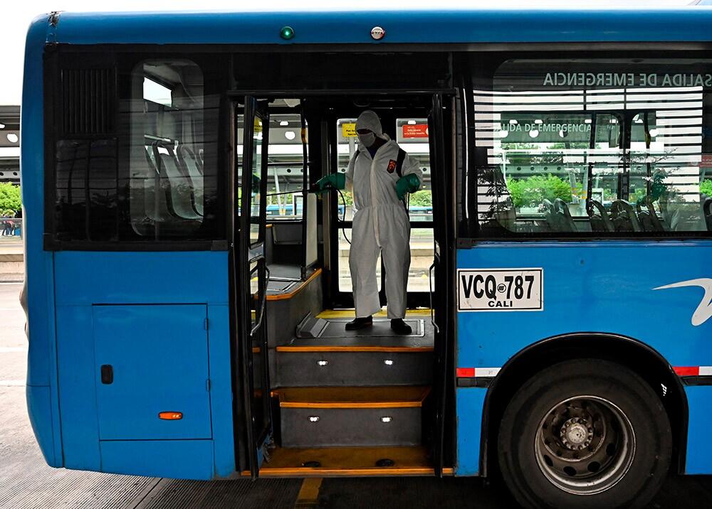 372321_Medidas biosanitarias durante la pandemia en Cali // Foto: AFP
