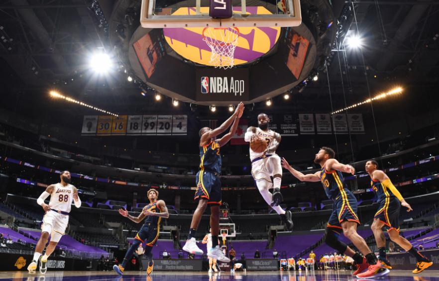 LeBron James en un partido de la NBA.