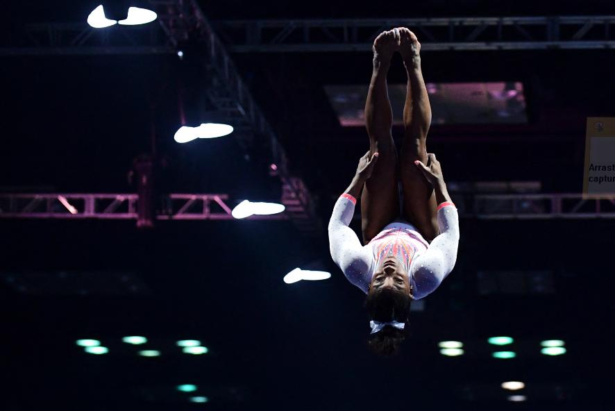 Simone Biles hizo un salto nunca antes visto en la gimnasia.