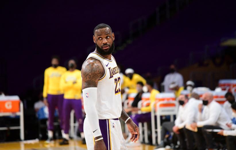 LeBron James completó 1.300 partidos en la NBA.