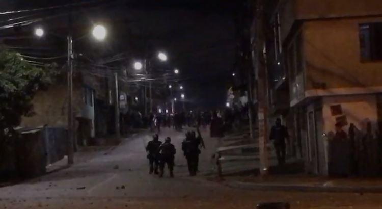 Enfrentamientos entre Esmad y Manifestantes en el Portal Américas.JPG