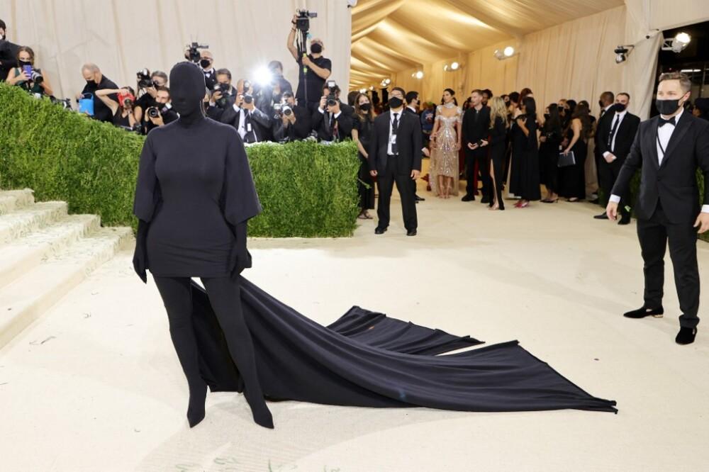 Kim Kardashian y su curioso vestido en el Met Gala 2021.jpeg
