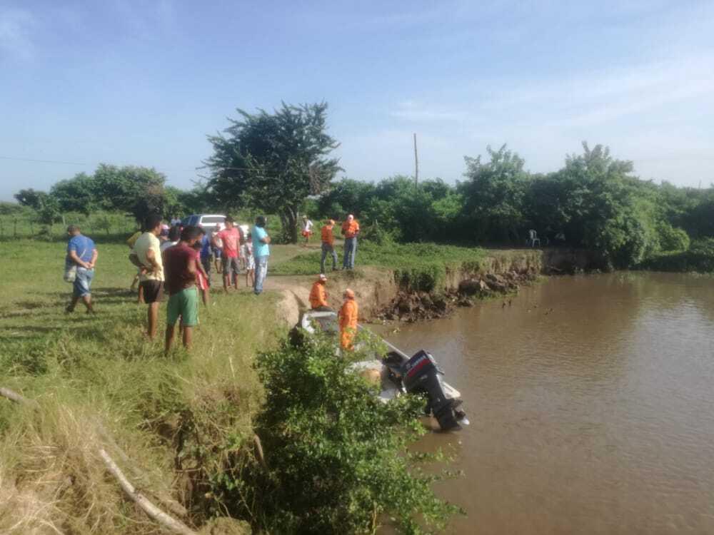 372644_BLU Radio // Labores de rescate en el río Magdalena // Foto: cortesía