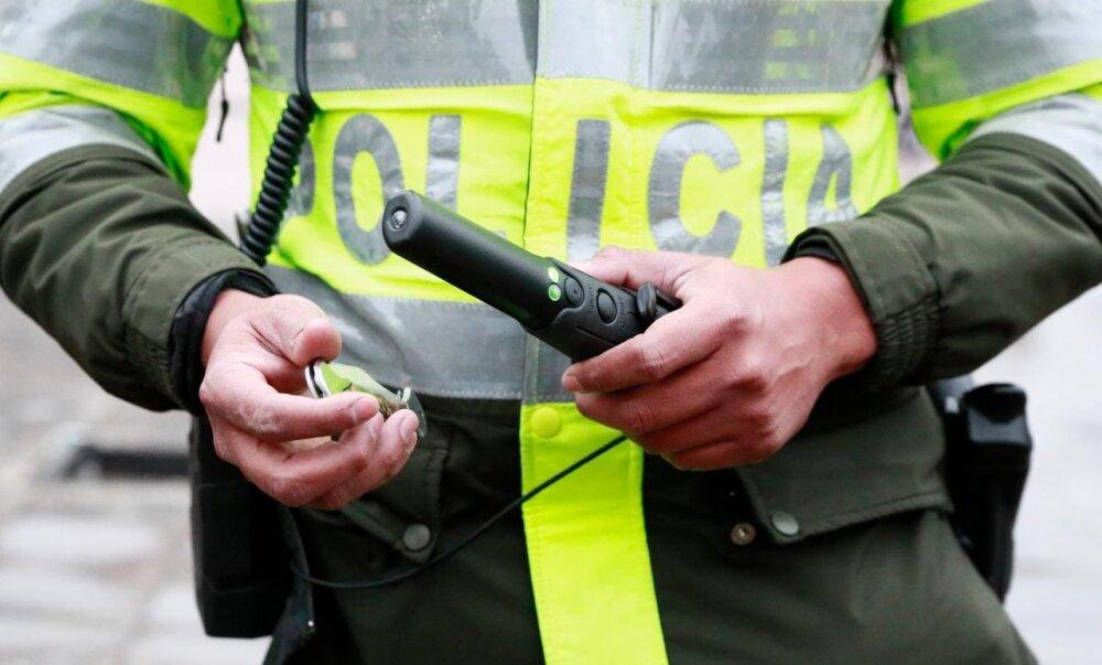 detectores de metales para  impedir armas a TransMilenio.jpeg