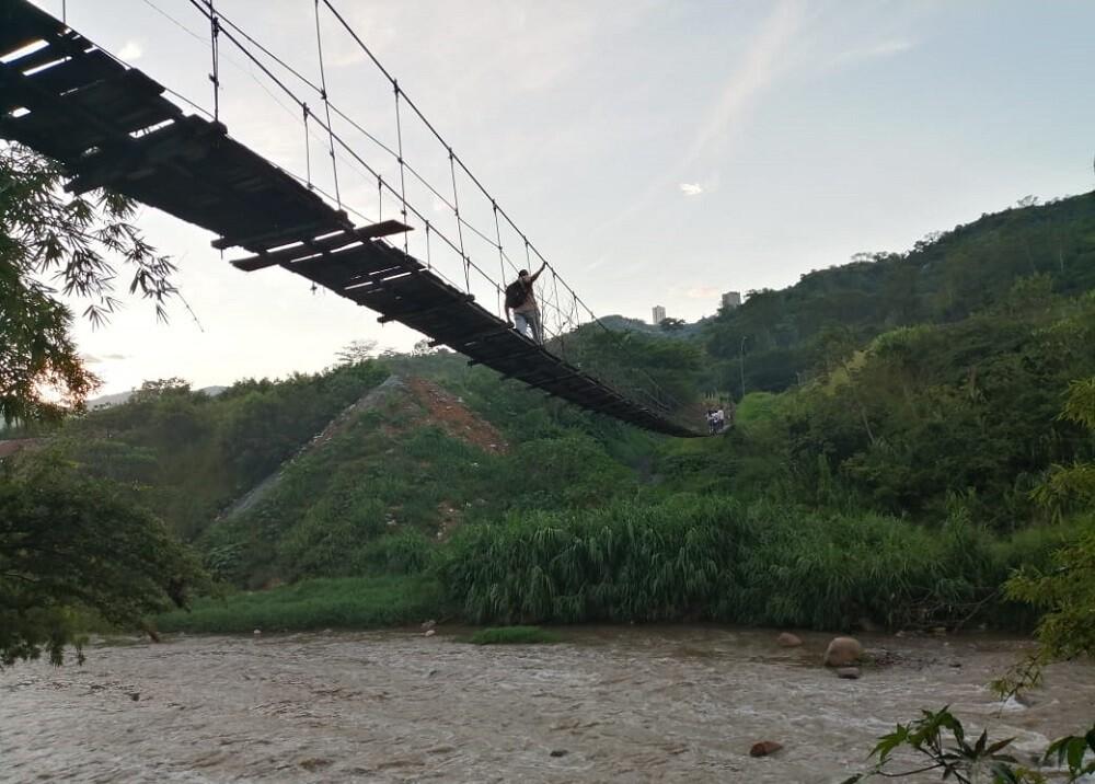 335723_BLU Radio. Puente colgante entre Girón y Bucaramanga // Foto: BLU Radio