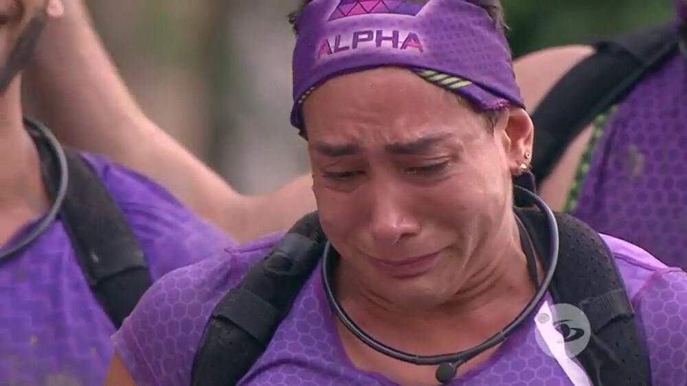 Tiffi lloró luego de que Olímpico le cediera un emotivo obsequio.