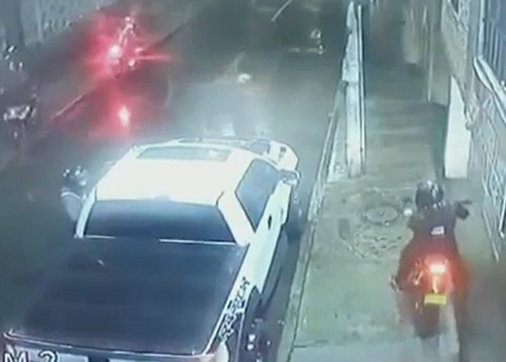 Jauría de ladrones en moto en Bogotá.jpg