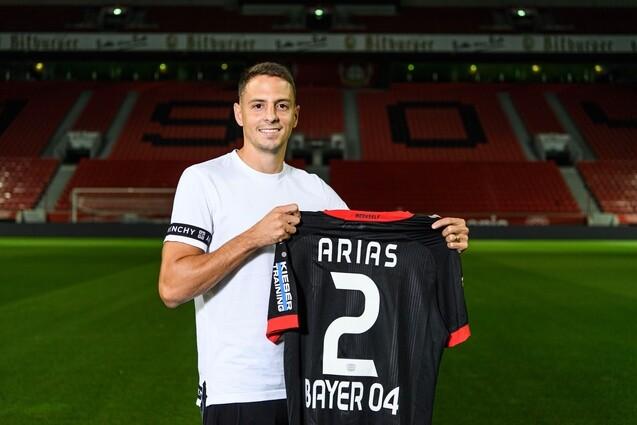 Santiago Arias con la camiseta del Bayer Leverkusen