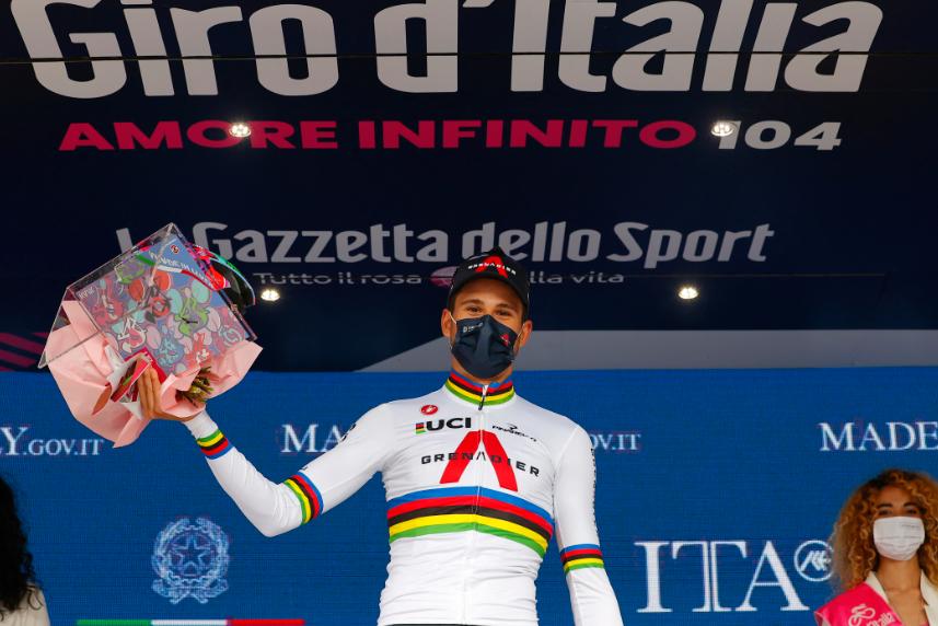 Filippo Ganna se impuso en la etapa 1 del Giro de Italia 2021.