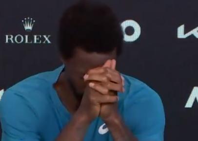 Gael Monfils lloró tras ser eliminado en el Abierto de Australia.