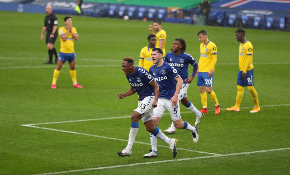 Yerry Mina celebra gol con Everton