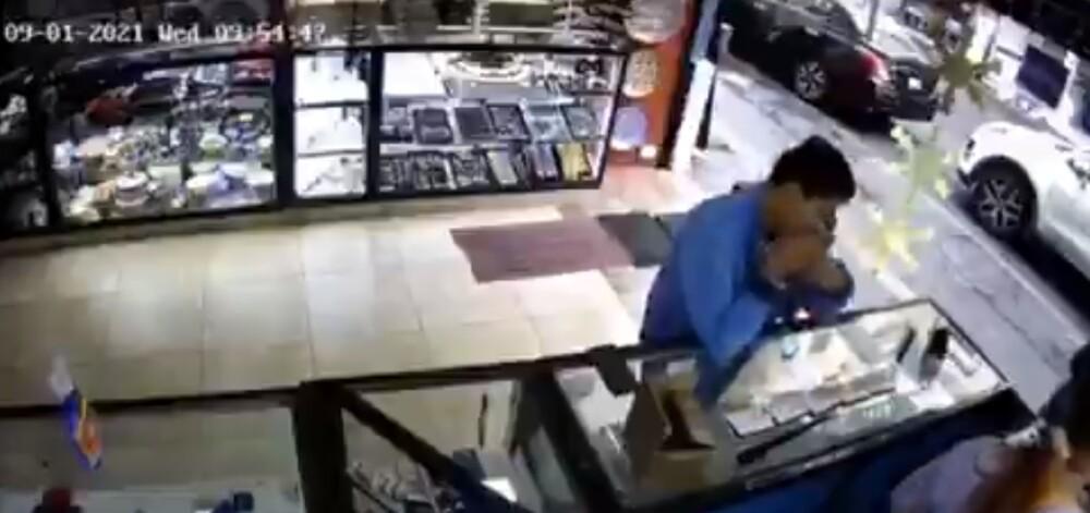 ladrón tragandose anillos.jpg