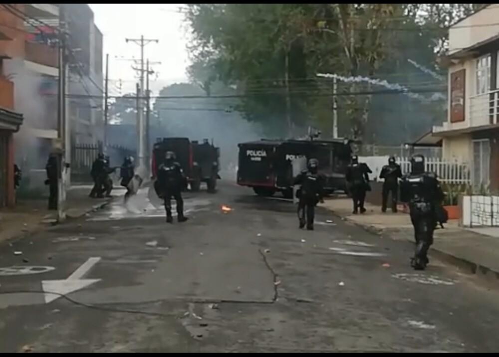 Enfrentamientos entre Esmad y manifestantes en Popayán Foto Captura de video.jpg