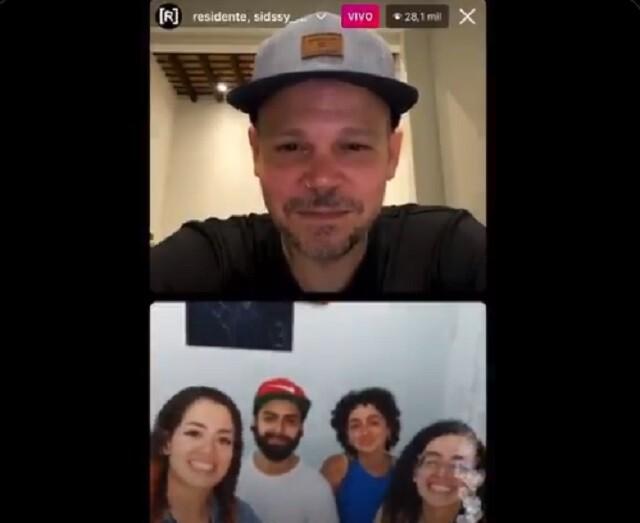 En vivo de Residente con familia de Lucas Villa.