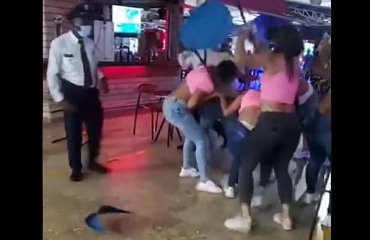 pelea mujeres centro comercial palmeto cali.png