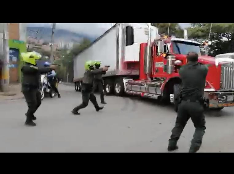 Persecución a tractomula robada en Medellin.png