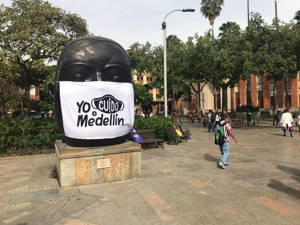 366818_Gordas de Botero en Medellín con tapabocas // Foto: Alcaldía de Medellín