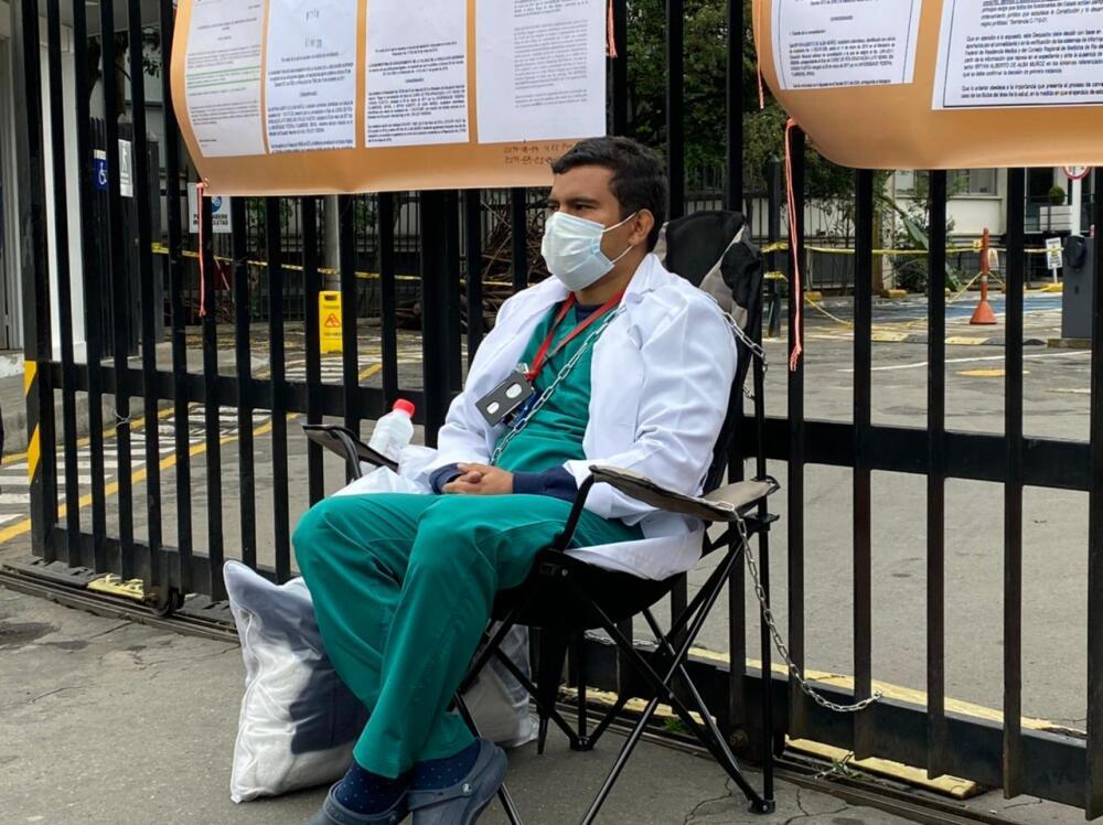 doctor bryan de alba encadenado en Minsalud.jpeg