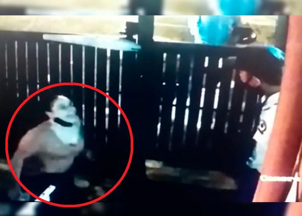 371958_BLU Radio // Mujer escupió a guardia de seguridad en Bello // Foto: Video cámara de seguridad