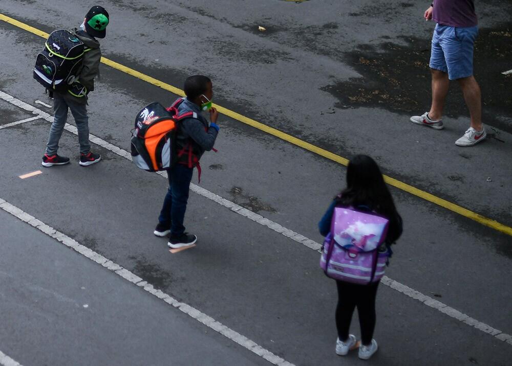 371067_Educación semipresencial durante la pandemia // Foto: AFP, imagen de referencia
