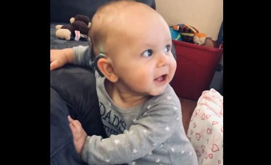 Manning James, bebé que escuchó por primera vez