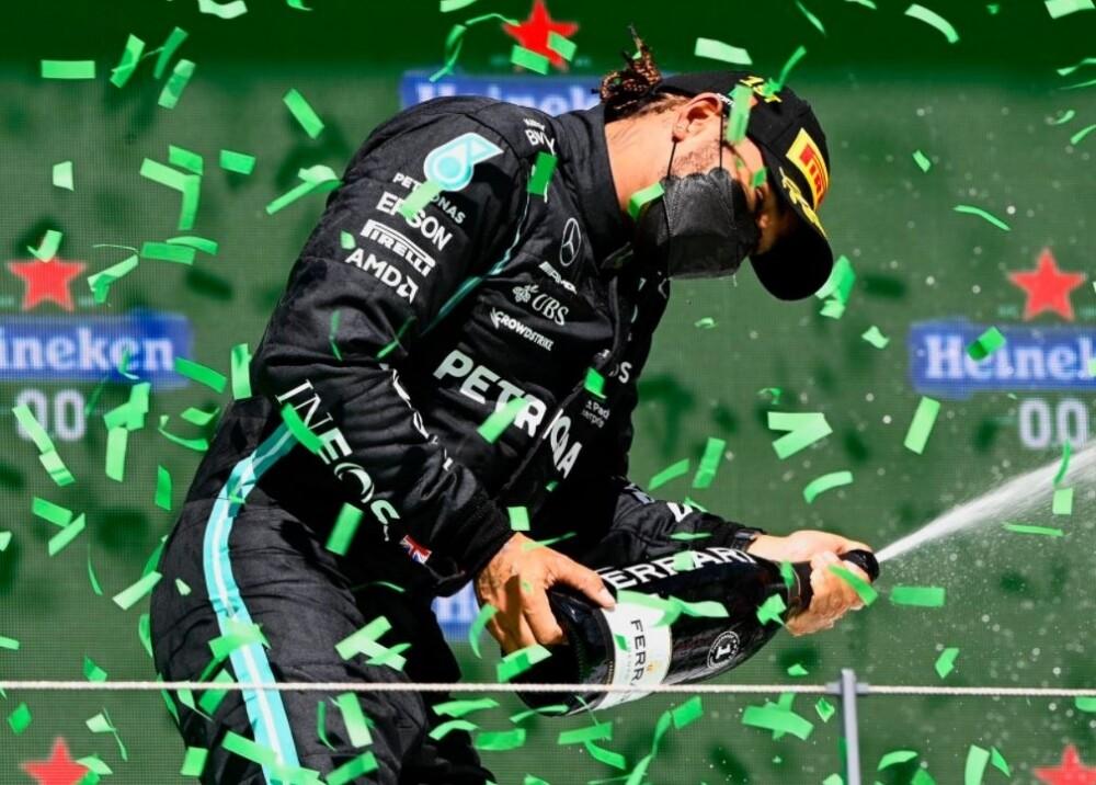 Lewis Hamilton Foto Twitter MercedesAMGF1.jpg