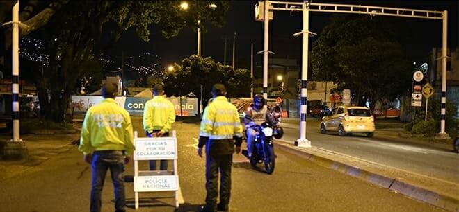 Toque de queda  Medellín Policía.jpeg