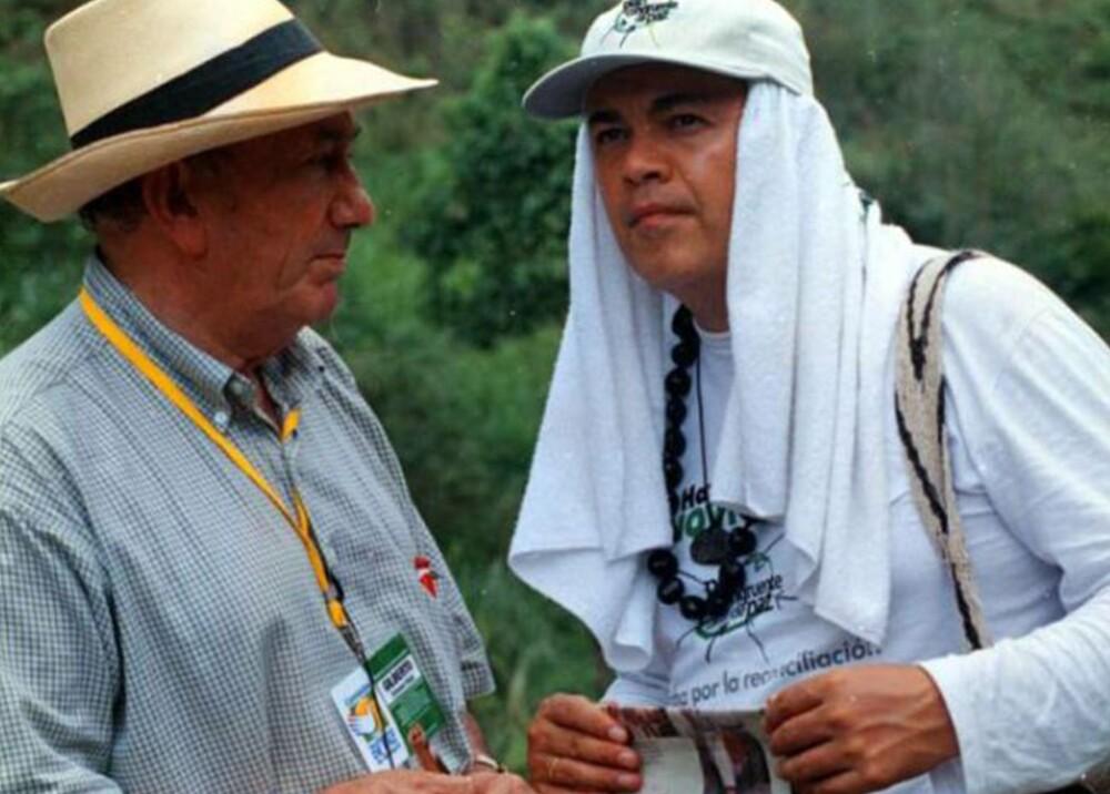 310988_BLU Radio. Guillermo Gaviria junto a su asesor de paz, Gilberto Echeverri / Foto: @anibalgaviria