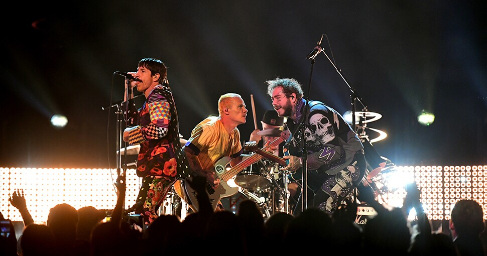 369940_red_hot_chili_peppers_1.jpg