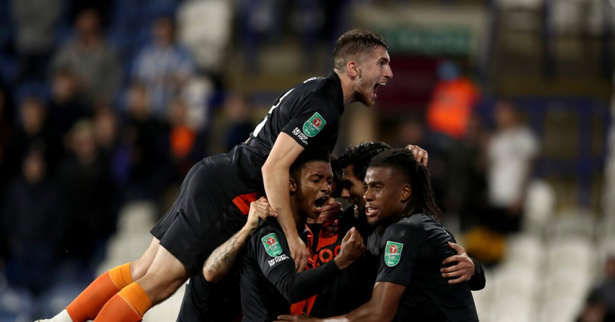 Yerry Mina, suplente en la clasificación del Everton a tercera ronda de la Copa de la Liga