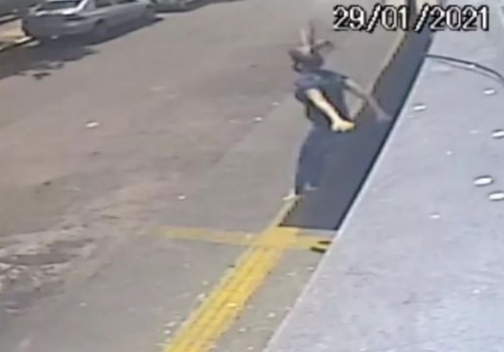 mujer se lanza por ventana para evitar ser violada