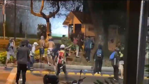 vandalos atacan a CAI en Bucaramanga.JPG