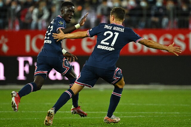 Celebración de Gana Gueye con PSG