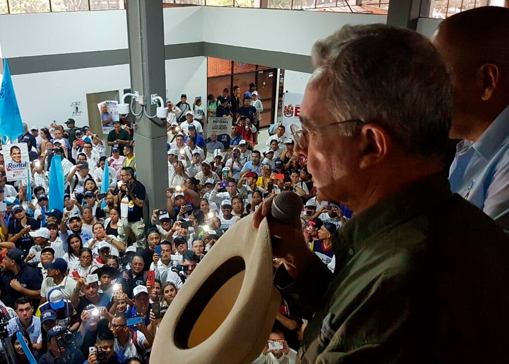 345678_Álvaro Uribe en Arauca // Foto: Twitter @SophyCh_E