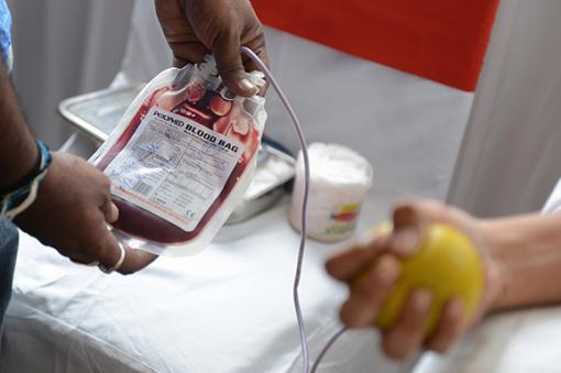 16774_BLU Radio. Bolsa de sangre / Foto: Referencia AFP.
