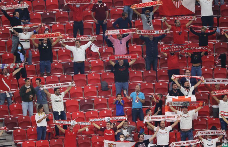 aficionados-estadio-bayern-sevilla-afp.JPG