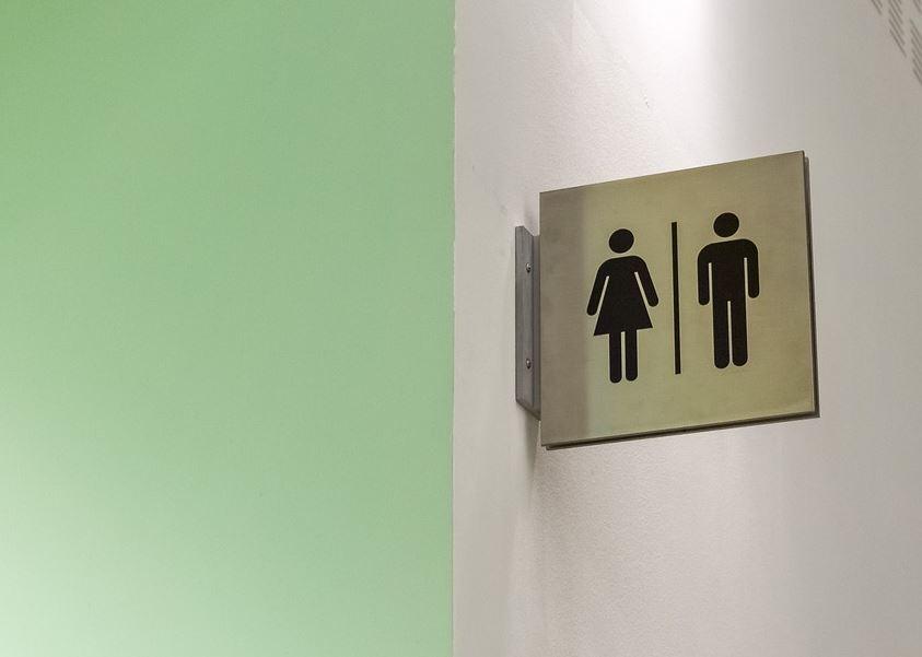 Estudiante transgénero gana batalla para poder usar el baño de hombres en su escuela