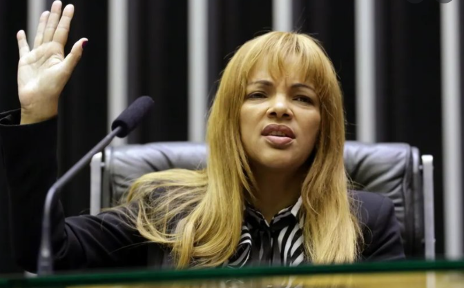 Floredis dos Santos de Souza, la excongresista brasileña acusada de mandar a matar a su marido con uno de sus hijos