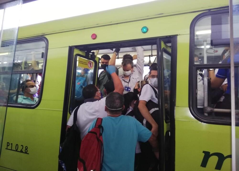 365112_Aglomeraciones en Metrolínea / Foto: suministrada