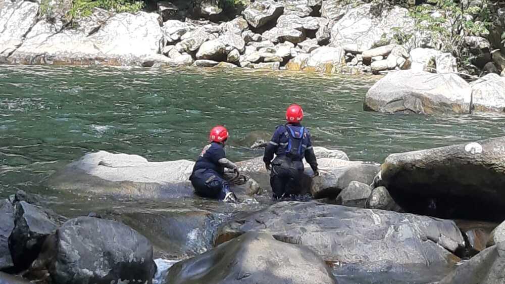 Rescate joven arrastrada por el río Dormilón, San Luis Antioquia.