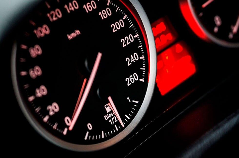 Velocidad carros (tacómetro)