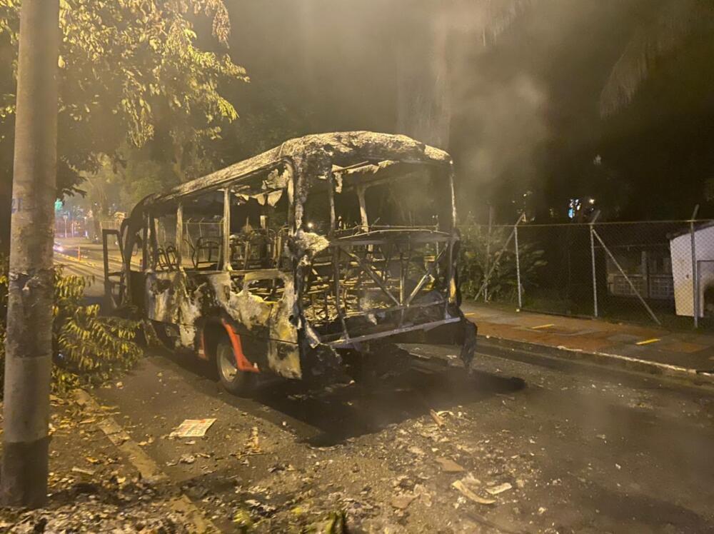 Buses vandalizados en Ibagué, Tolima.jpeg