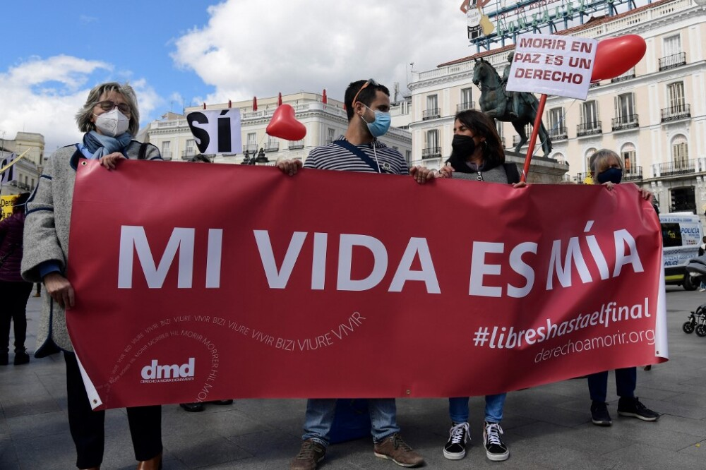 Manifestación en apoyo a ley que legaliza la eutanasia en España