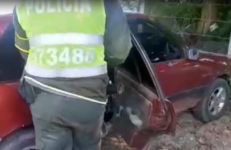 Carro que intentó huir al ser requerido por policías en Valle del Cauca estaba repleto de marihuana