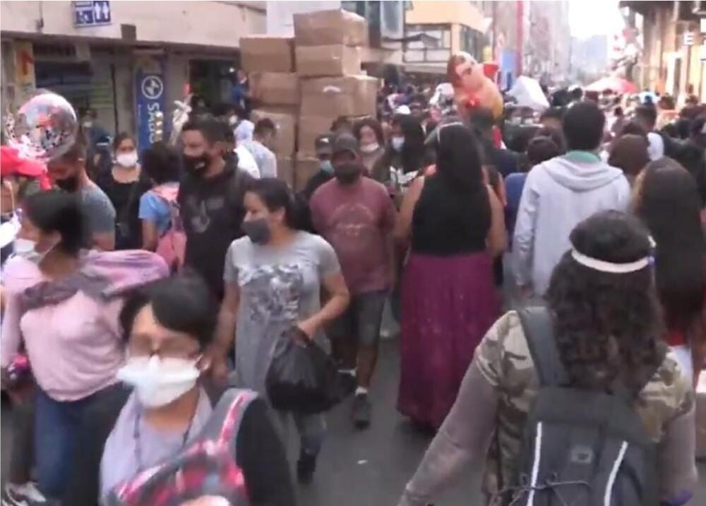 Gente aglometada en Lima, Perú_Captura de Video.jpeg