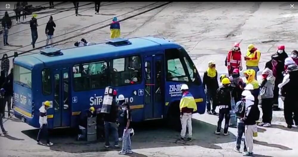 bus del SITP vandalizado en bogota usme.jpg
