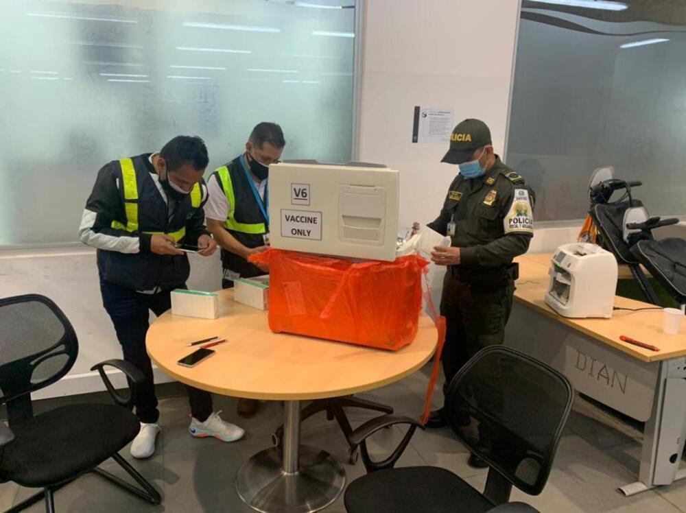 Vacunas incautadas en aeropuerto El Dorado. Foto: Cortesía